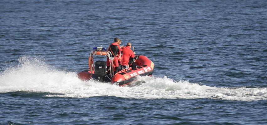 Tragedia nad Bałtykiem. Ojciec z synem zniknęli pod wodą. Weszli do morza, choć powiewały czerwone flagi