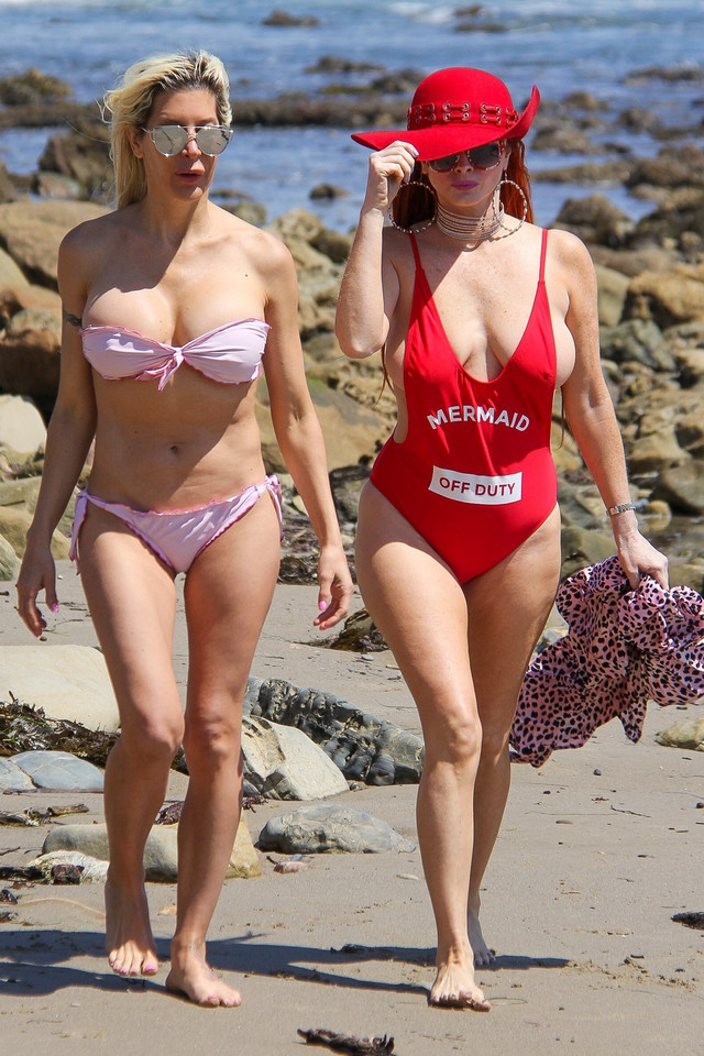 Frenchy Morgan i  Phoebe Price na plaży