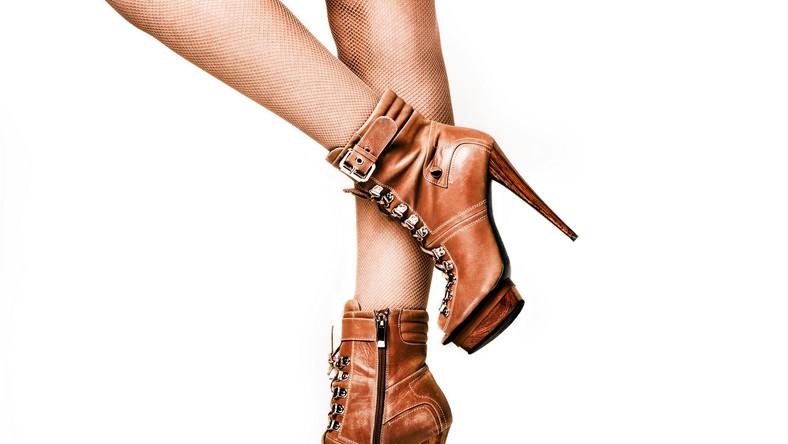 Buty na wysokim obcasie mogą powodować haluksy