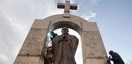 Sąd kazał rozebrać pomnik Jana Pawła II. Powód?