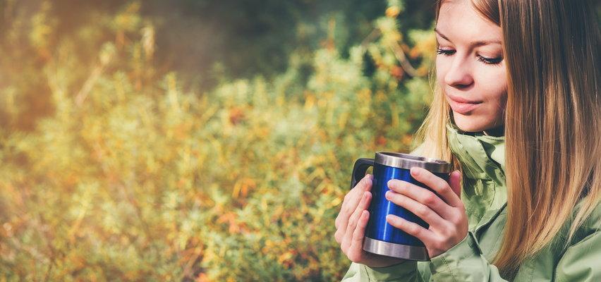 Ciepły napój i posiłek w każdej chwili? Przyda się termos i kubek termiczny