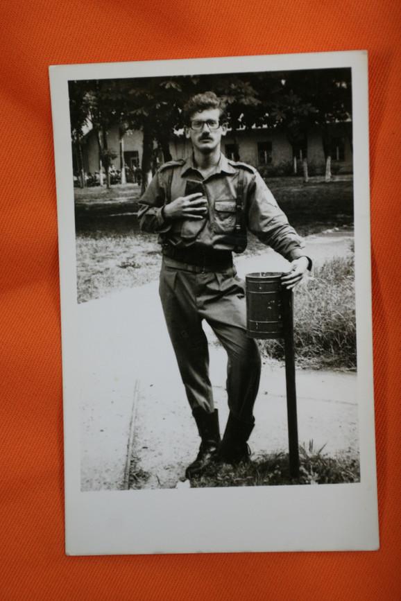 Posle vojske, odlučio je da se vrati na studije glume na FDU
