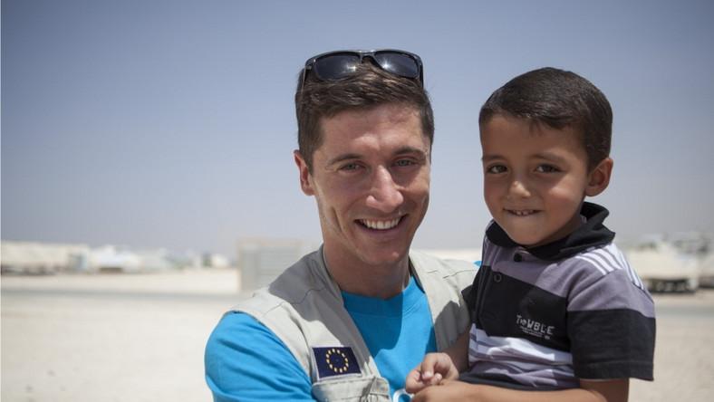 Piłkarz odwiedził obóz dla uchodźców w Jordanii i użyczył głosu małemu Mustafie, który stał się ofiarą syryjskiej wojny domowej. Dla niego wojna, strach i przemoc to codzienność.