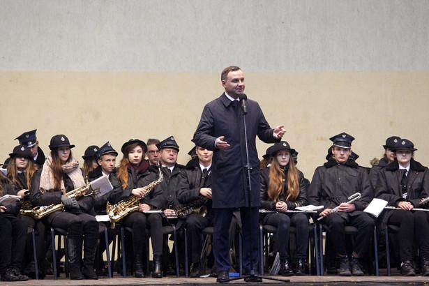 Prezydent Andrzej Duda podczas spotkania z mieszkańcami w miejskim amfiteatrze