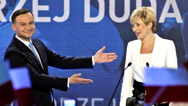 Małżonka towarzyszyła dziś kandydatowi PiS-u na spotkaniu podsumowującym jego kampanię wyborczą...