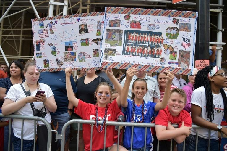 Fans of the US women's World Cup-winning soccer team packed the streets of New York