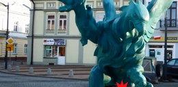 Awantura o genitalia na pomniku! Mieszkańcy Mielca protestują