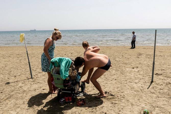 Stanovnici Kipra uživaju na plaži