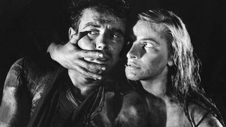 Ponad dekadę po zakończeniu II Wojny Światowej Andrzej Wajda pokazuje wstrząs, który w pamięci Polaków jest jeszcze bardzo mocny. Film przechodzi do historii nie tylko ze względu na poruszającą opowieść o wędrówce pod powstańczą Warszawą. Postawione tu pytania o granice człowieczeństwa są wciąż aktualne. Do historii kinematografii przeszła końcowa scena, w której bohaterowie znajdują wyjście z kanału - zakratowane.