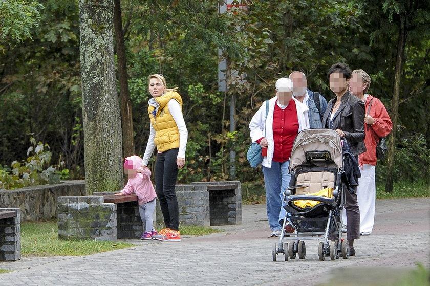 Agnieszka Popielewicz z córką i z mamą