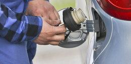 Nastolatek chciał wypompować paliwo z auta. Do tego pomysłu użył odkurzacza!