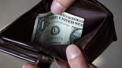 3 things you shouldn't do with your savings if you want to be rich