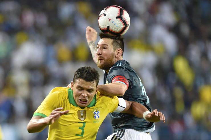 Lionel Mesi i Tijago Silva