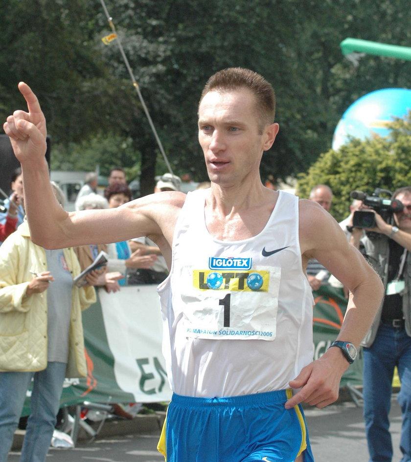 Jego wynik 2:09.23 przez 9 lat był rekordem kraju