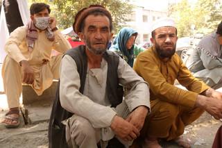 Setki osób protestują przed bankiem w Kabulu. Nie mogą wypłacić pieniędzy