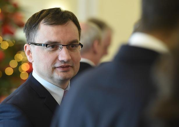Zbigniew Ziobro zadba o swoich ludzi w prokuraturze. W ustawie znalazły się zapisy szczególnie chroniące jego współpracowników, ułatwiające im powrót do służby