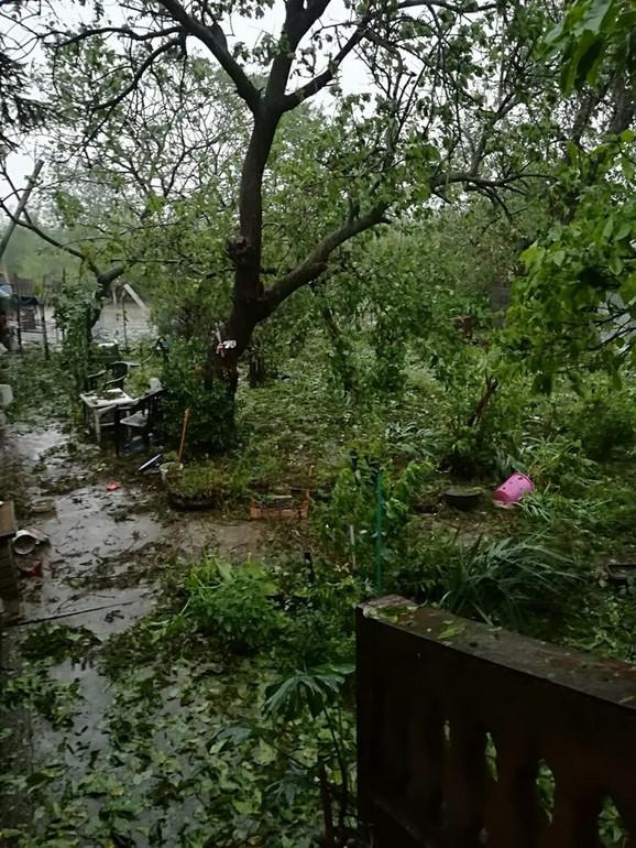 Oluja rušila sve pred sobom