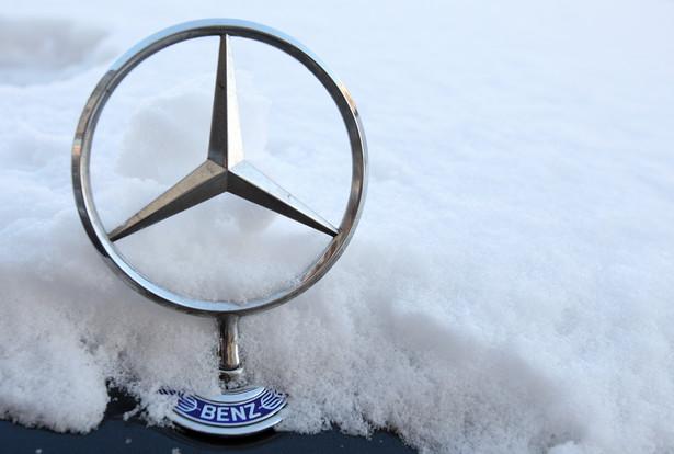 Znaczek Mercedesa produkowanego przez firmę Daimler