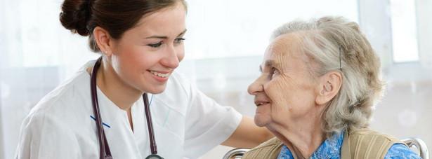 Jak zaznaczyła minister, resort rodziny i pracy rekomenduje także zwiększenie liczby oddziałów i poradni geriatrycznych oraz zwiększenie liczby specjalistów medycznych z zakresu geriatrii.