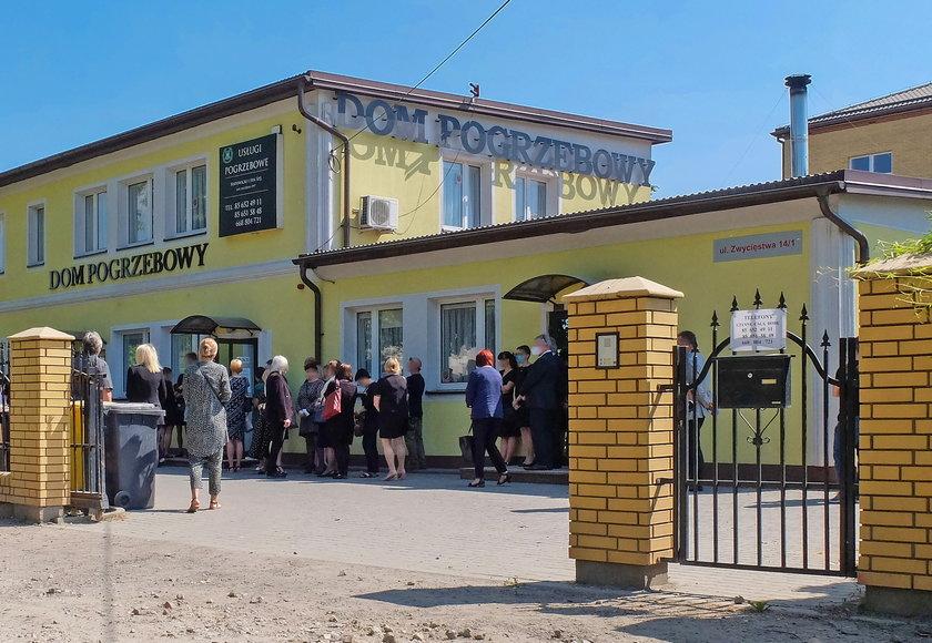 Dom pogrzebowy, w którym pożegnano prof. Łapińskiego i jego żonę