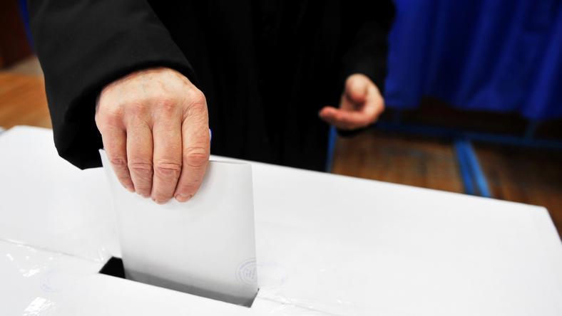 Francja: szacunkowa frekwencja w wyborach wyniosła 73-74,7 proc.