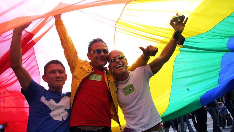 Polscy geje i lesbijki chcą brać śluby