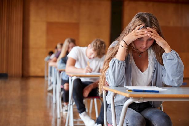 Opisano także procedury postępowania w razie podejrzenia zakażenia u ucznia lub nauczyciela.