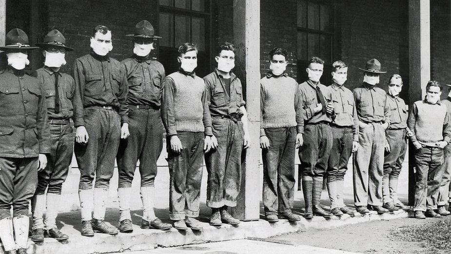 Medycy w szpitalu armii Stanów Zjednoczonych w Nowym Jorku podczas pandemii  grypy hiszpanki