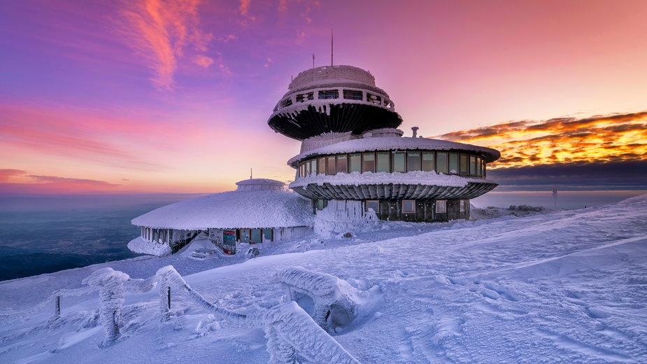 Nowa Śnieżka: remont restauracji w spodku obserwatorium na Śnieżce