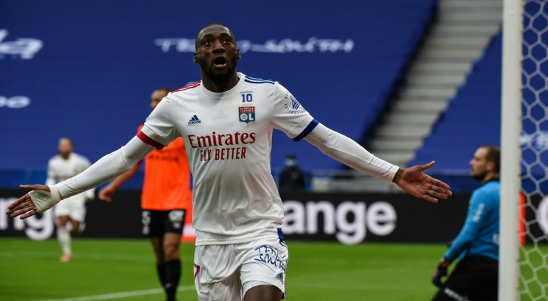 Lyon see off Reims to climb to provisional second in Ligue 1