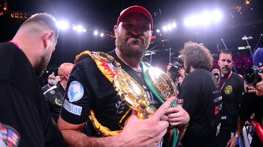 Nie milkną echa walki o zawodowe mistrzostwo świata w boksie, w której Brytyjczyk Tyson Fury (33 l.) znokautował Deontaya Wildera (36 l.) z USA.