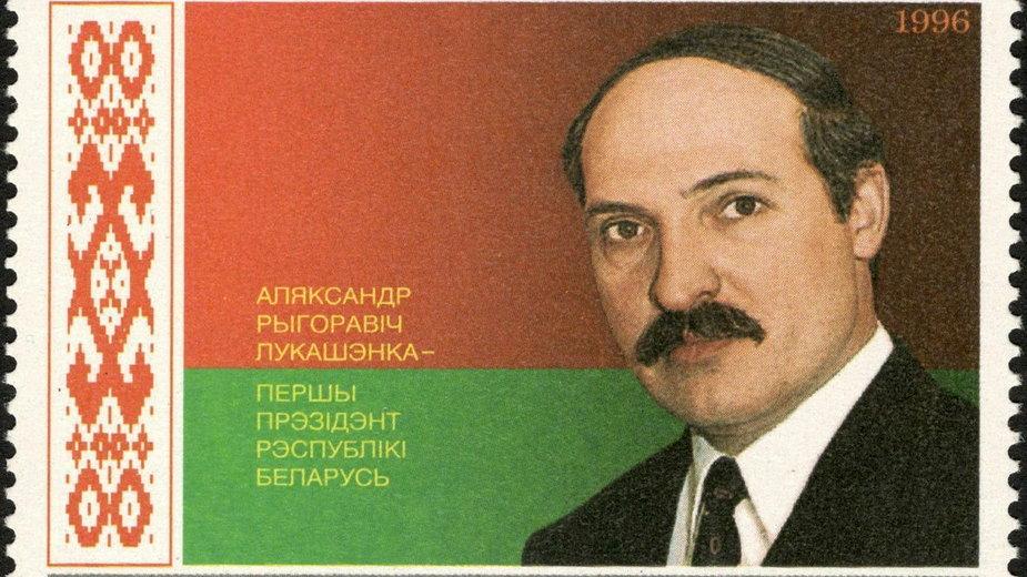 Białoruski znaczek pocztowy z 1996 r z wizerunkiem Łukaszenki (domena publiczna)