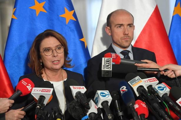 Borys Budka i Małgorzata Kidawa-Błońska podczas czwartkowej konferencji prasowej zaapelowali do posłów PiS, aby nie odrzucali sprzeciwu Senatu do nowelizacji ustawy o rtv i opłatach abonamentowych, a zaoszczędzone dzięki temu 2 mld zł przeznaczyć na służbę zdrowia