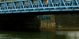Rajd po pubach skończył się zgonem na moście. Z kim pił całą noc?