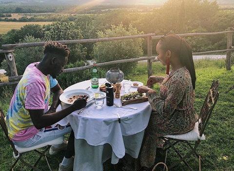 Mr Eazi and Temi Otedola eating lunch in Italy [Zumi.ng]