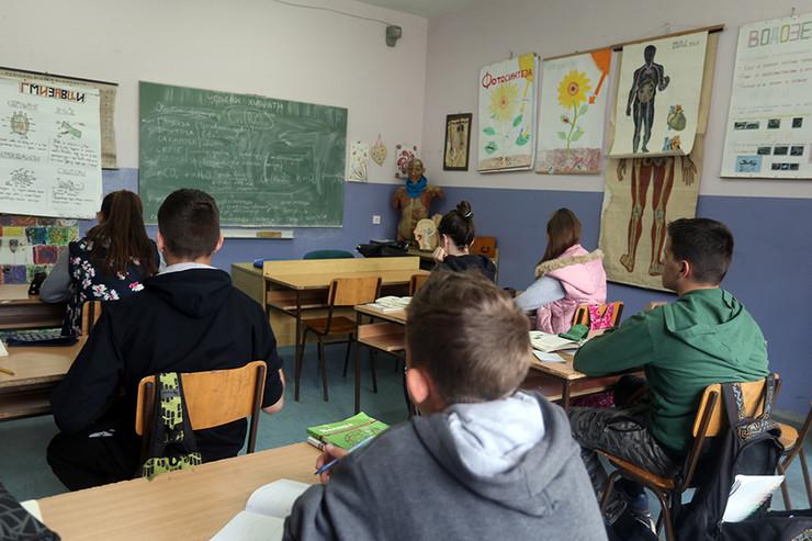 Ucenici osnovci-obrazovanje-skola-nastava