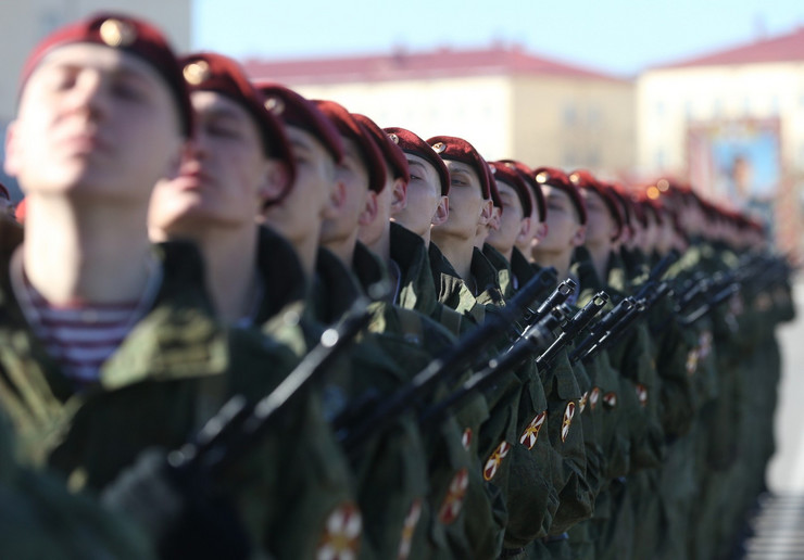 595445_vojna-parada-moskva-02-foto-profimedia-rs