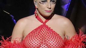 Lady Gaga wie, jak zaszkoczyć widzów na koncercie swoją kreacją