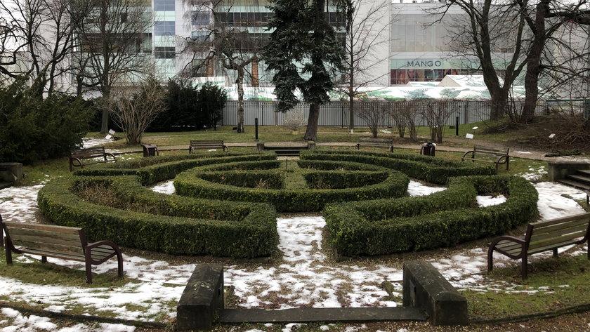 Park obok centrum handlowego