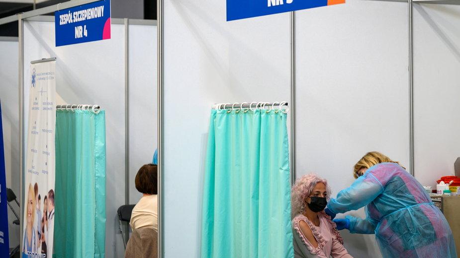 Regionalizacja obostrzeń. Na zdjęciu punkt szczepień w Tarnowie