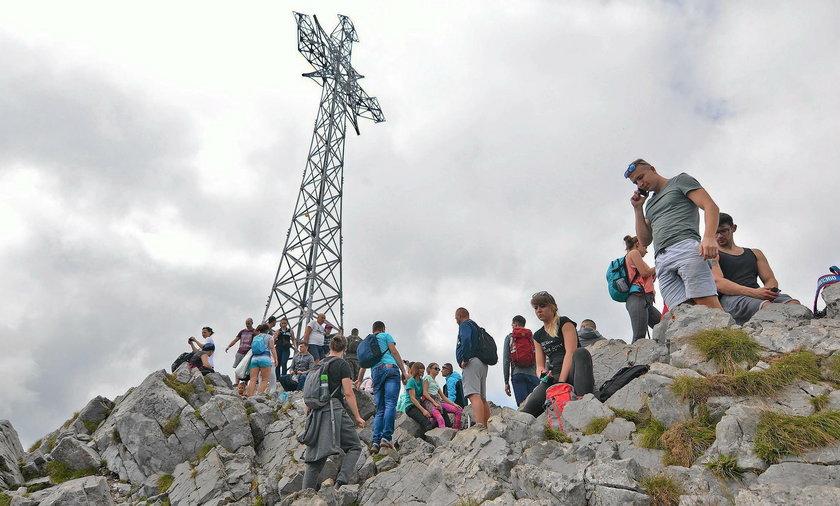 Turyści na Giewoncie w Tatrach