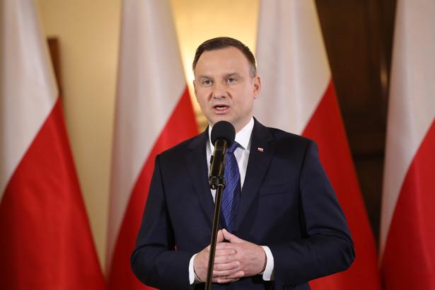 Prezydent na podstawie ustawy powołuje członków rady. Jest też nieformalnym patronem dialogu społecznego w Polsce.