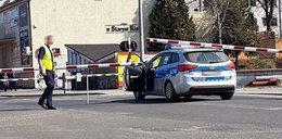 Policyjny radiowóz utknął między rogatkami. Absurdalna kara