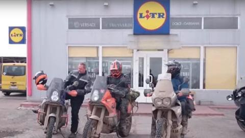 """Logo ukraińskiego sklepu """"Litr"""" do złudzenia przypomina charakterystyczny szyld niemieckiego Lidla"""