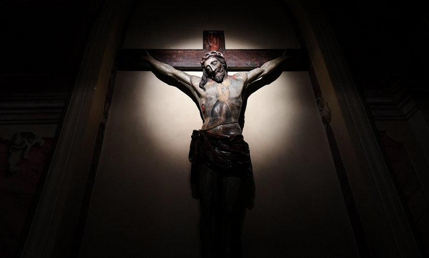 Wielkanoc w kościele bez procesji i całowania krzyża? Epidemiolodzy komentują