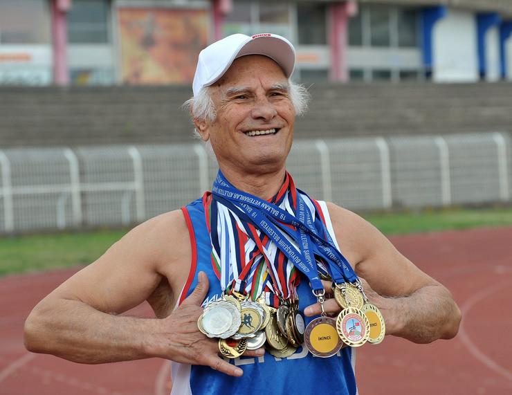 Cvetko Kitic sa medaljama foto Kostadin Kamenov