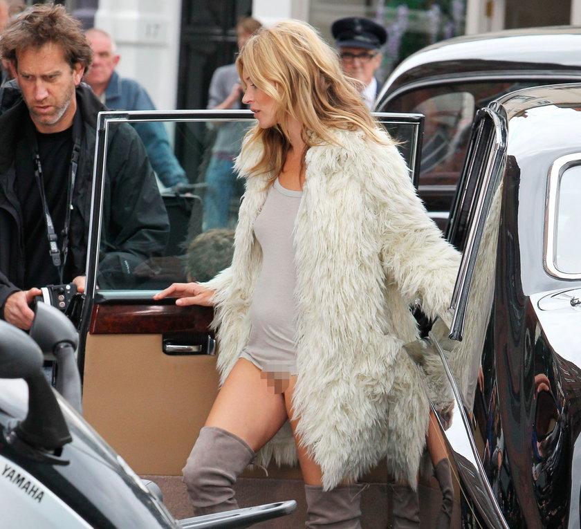 Kate Moss wysiada z samochodu