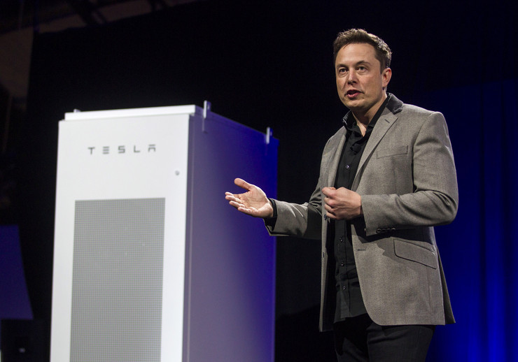 607260_elon-musk-ceo-of-tesla-motors-inc.-unveils-the-companys-newest-product-powerpack-in-hawthorne-calif.-6ap