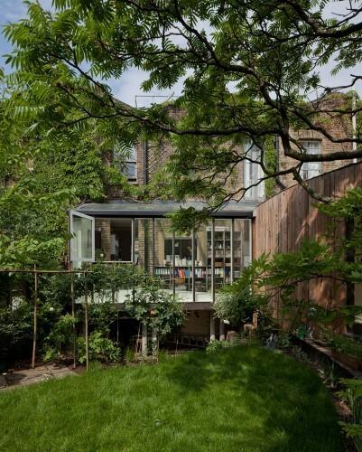 """""""Tree house"""" - dom idealnie wpisany w ogród. Niezwykły projekt"""
