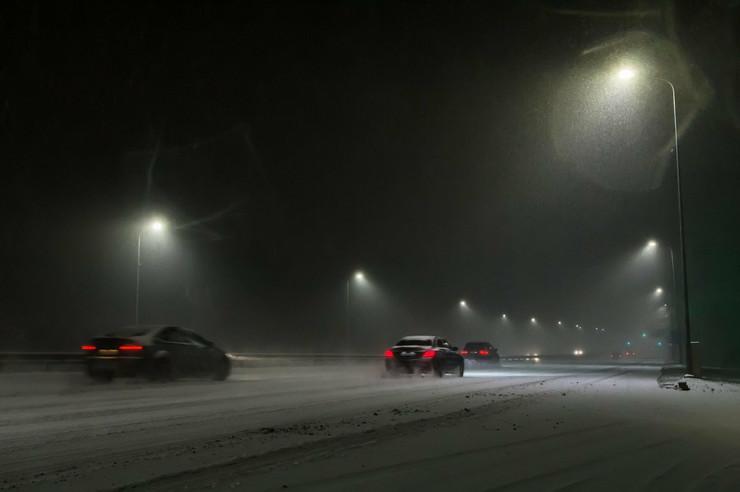 vožnja autoput sneg